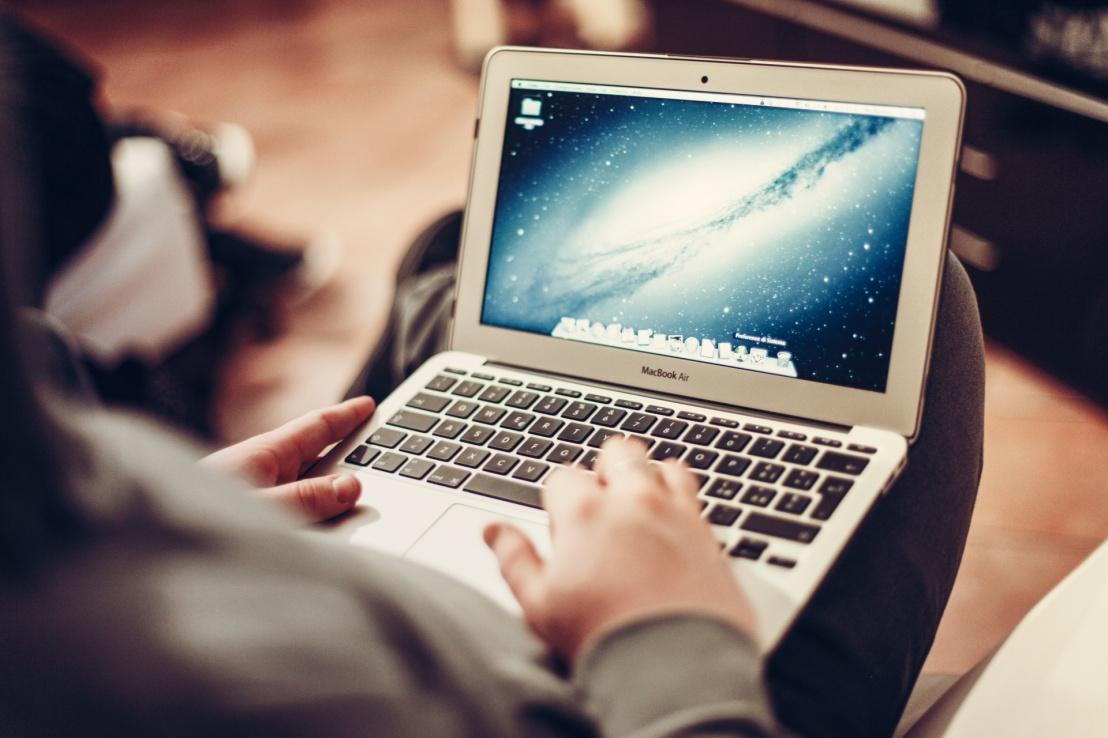 working-on-a-laptop-14933938350om.jpg